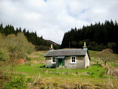 Hillside remote cottage tighnabruaich for Hillside country cabins